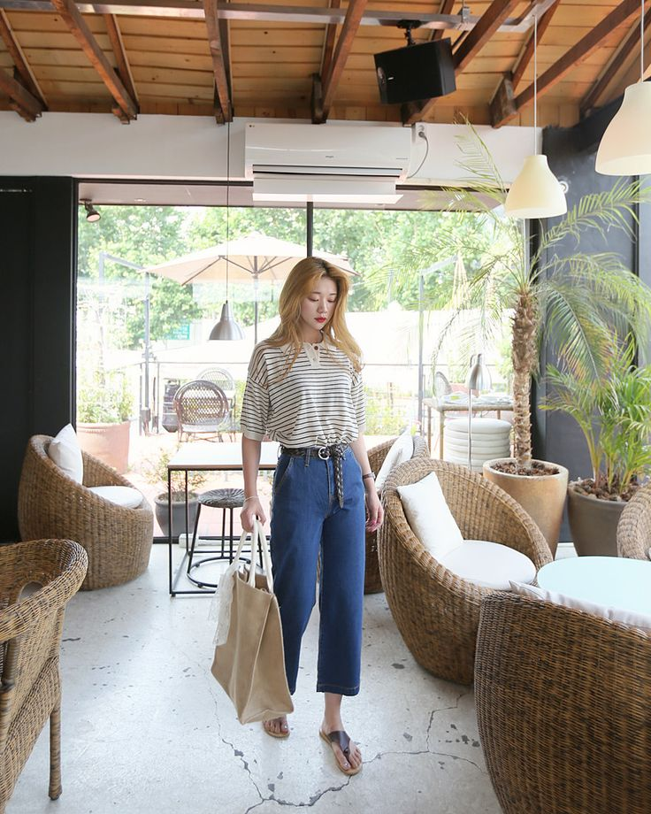 Throwback fashion with '80s style high waist wide leg jeans!