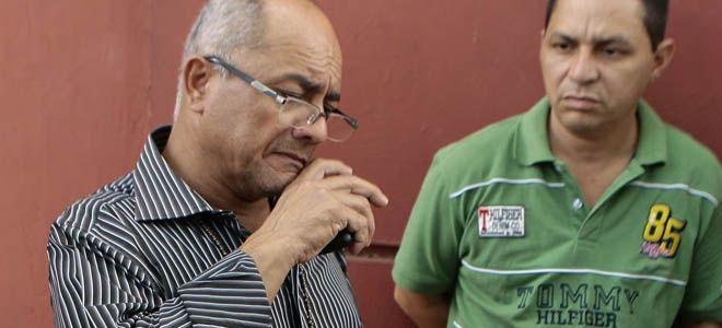 El padre del occiso declaró afuera de la morgue. (Foto: Juan Guerrero)