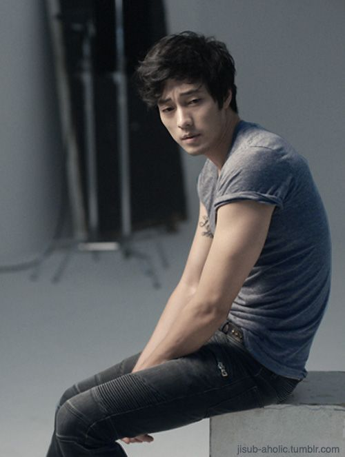So Ji sub... I personally really like this hairstyle for him.
