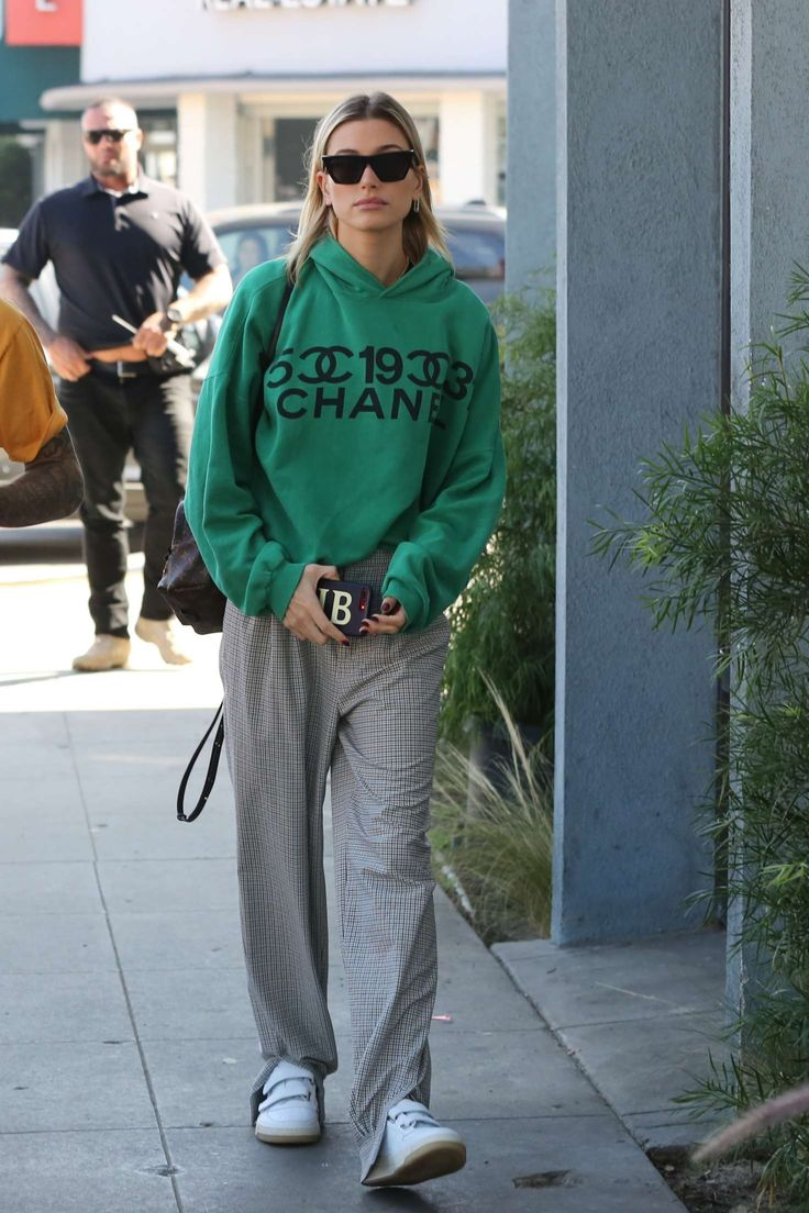 Hailey Baldwin – Out in Los Angeles