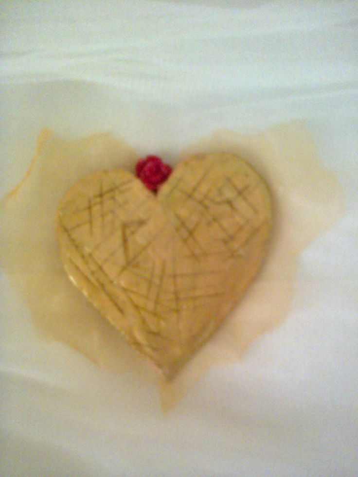 Gold Heart, pin made of clay, tulle and acrylic paint