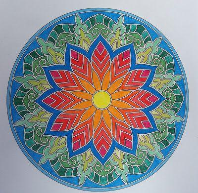 Mandala kirjasta: Väritä itsellesi mielenrauhaa