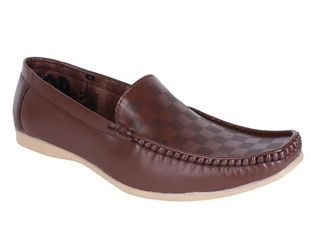 Aero is one of leading best casual footwear for online shopping stores in India who offering world class quality design in mens casual shoes at really affordable prices.