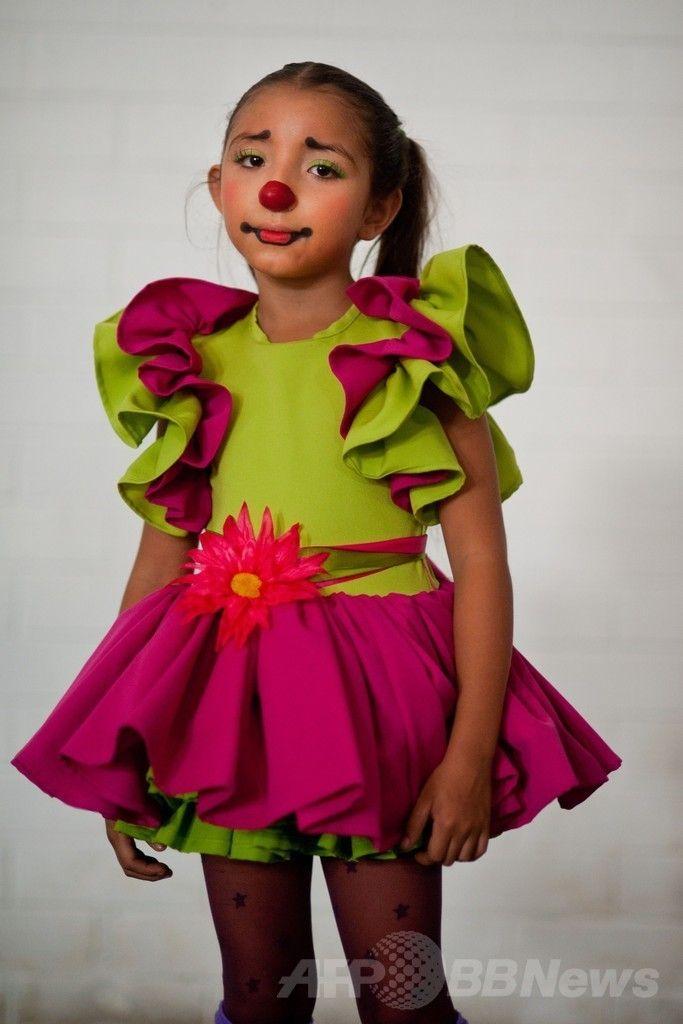 エルサルバドルの首都サンサルバドル(San Salvador)で開催されたラテンアメリカのピエロの祭りに参加したエルサルバドルのピエロ(2014年5月20日撮影)。(c)AFP/Jose CABEZAS ▼25May2014AFP|エルサルバドルにピエロ大集合 http://www.afpbb.com/articles/-/3015710 #San_Salvador #Clown #Payaso #Pagliaccio #Klaun #Palhaco #Palyaco #Bufon #Badut #Klovn #Klovni #Bohoc