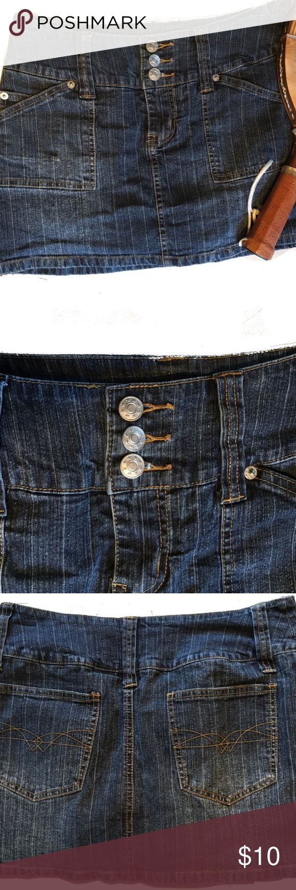 Rave super cute SKORT Great condition skort. 55% ramie 27% cotton 16%polyester 2% spandex Rave 4 Real Shorts Skorts