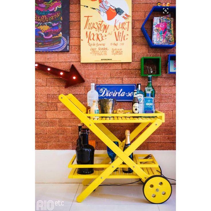 Nosso Carro Bar combina com a decoração da sua casa, aposte!  #DesignButzke #itsfriday #design #decor #yellow #fun #havefun #instahome #TGIF #designlovers #carrobar #bandeja #decoracao #amarelo #archlovers