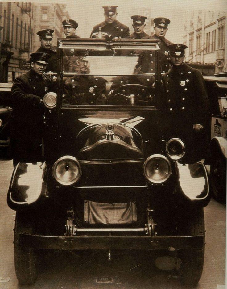 Rare Still  NEW YORK CITY POLICE DEPARTMENT WITH PATROLMAN RADIO CAR  1930S