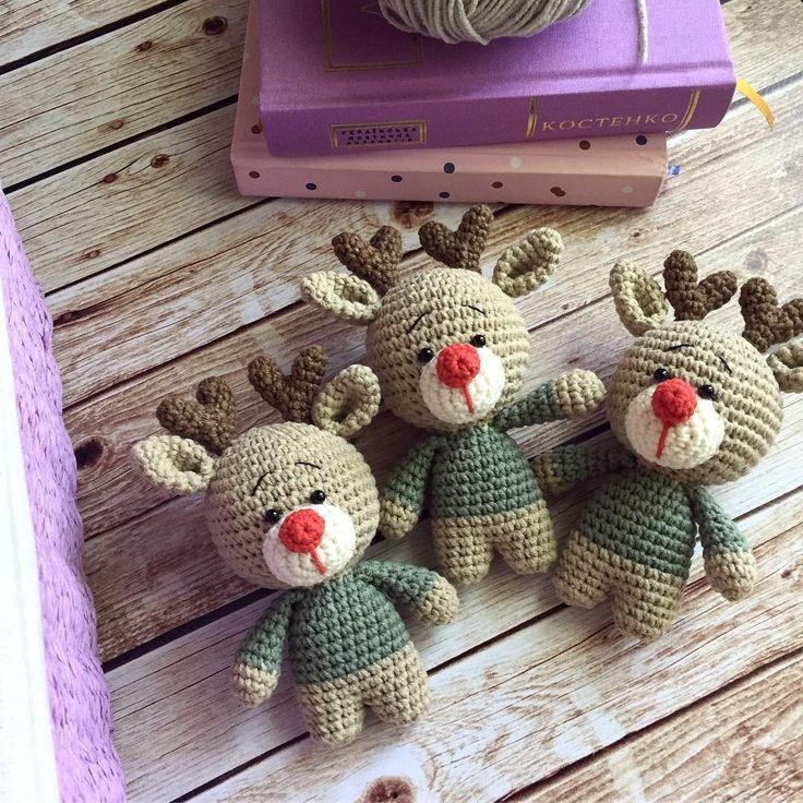 Наши любимчики ❤ пример того, как маленькие детали придают игрушке особое настроение 🙂  А еще, так часто цвета, которые сами по себе смотрятся просто, в сочетании оказываются очень интересными и оригинальными 😊 Замечали такое? 💜  .  .  .  #handmadetoys #handmade #crochetlove #etsysellers #weamiguru #амигуруми #подарокребенку #мамавдекрете #чтоподарить #toys #giftforbaby #giftidea #inspiration #instamama