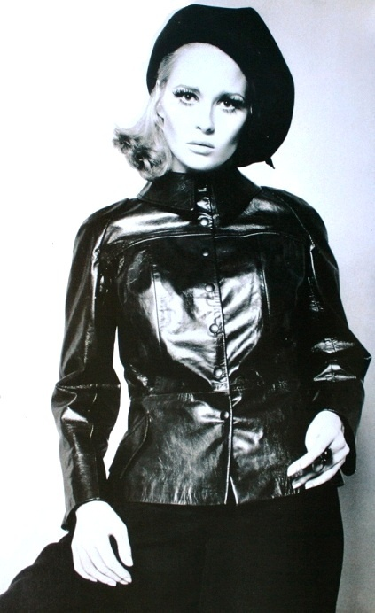 Born (Dorothy) Faye Dunaway - January 14, 1941 (Bonnie and Clyde) 1968 - http://dunway.comStyle, Vintage, Vogue Uk, Icons, 60S, Leather Jackets, Faye Dunaway, January 1968, Fayedunaway