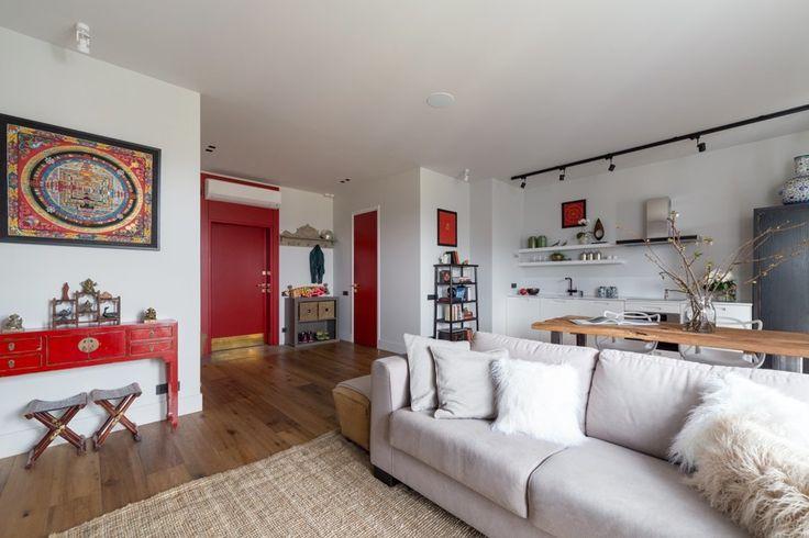 Современная квартира с красной дверью и этническими мотивами — The Village