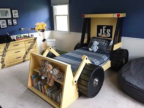 Tractor bed for a little construction enthusiastLove the bookshelves, so creative!