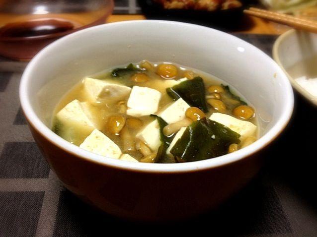今日、作ったのはコレくらい - 2件のもぐもぐ - なめこ豆腐わかめ味噌汁 by uniq