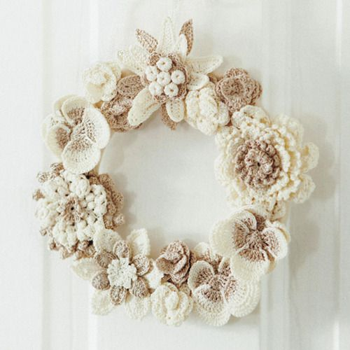 SuzNote: What a gentle wreath, colors of my granny ---> crochet flower wreath