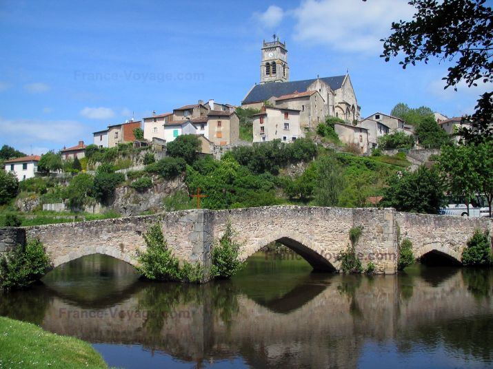 Bellac: Bridge spanning the River Vincou, Notre-Dame church, and houses of the city - France-Voyage.com