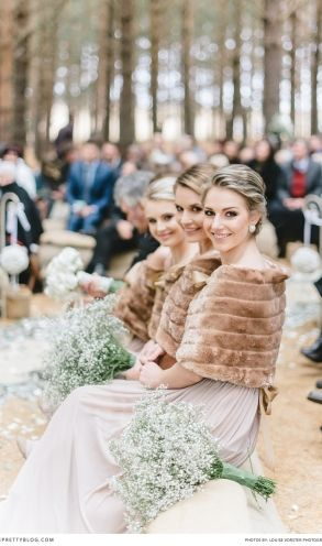 Forrest wedding in winter | Bridesmaids keeping warm in faux fur | Photographer: @louisevorster  |