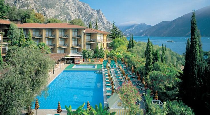 Hotel Leonardo Da Vinci Limone sul Garda Hotel Leonardo Da Vinci offers you all-inclusive accommodation right by Lake Garda. This large park has a private beach and sports, wellness and entertainment facilities provided.