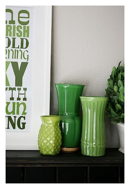 Painting clear glass vases!: Decor, Ideas, Clear Vases, Green, Yucky Clear, St Patricks Day, Flower Vases, Painting Vases, Crafts