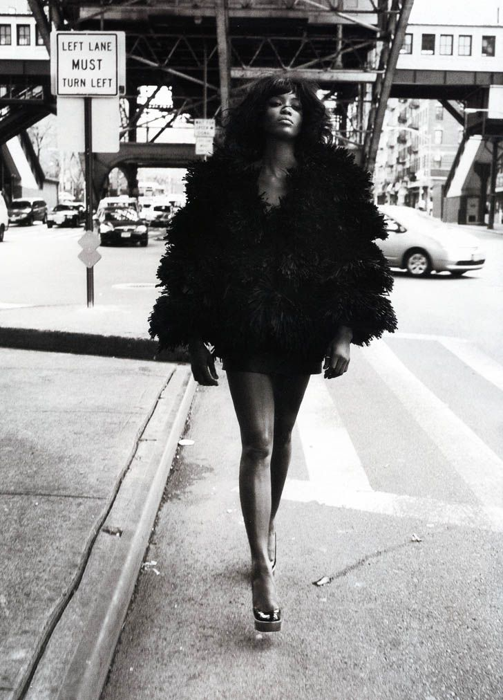 Naomi Campbell shot by Mario Sorrenti. That is one bad b**ch.  -large depth of field
