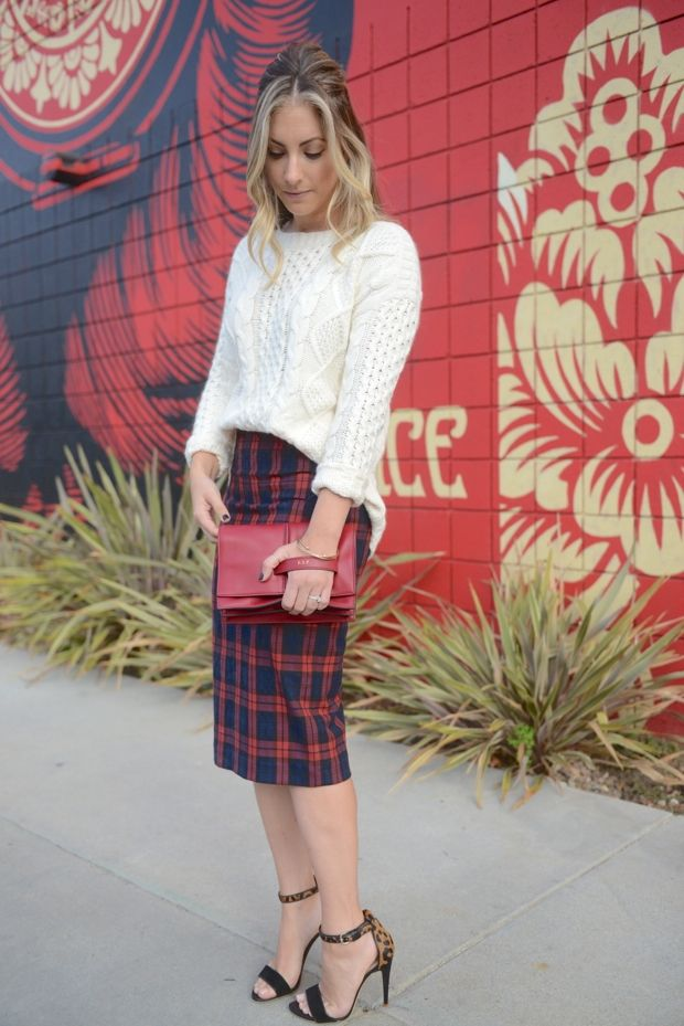 Oversize sweater with pencil skirt. #fashion #sweater #plaid