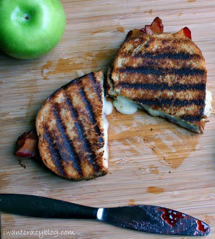Brie, manzana, tocino queso a la plancha la estafa mermelada