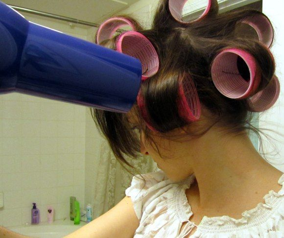 How to Use Velcro Rollers to Curl your Hair