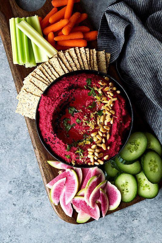Roasted Beet Cauliflower Hummus // @tastyyummies // tasty-yummies.com/