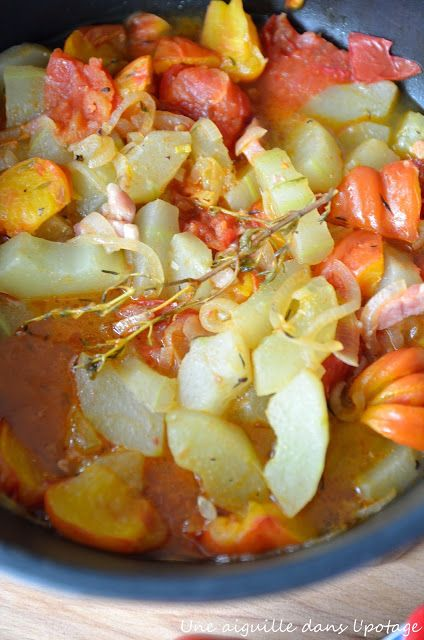 concombre, tomate, lardon, oignon, bouillon de volaille et paprika