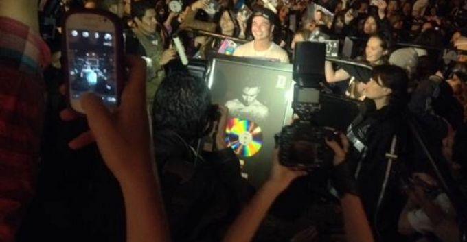 J BALVIN recibe doble disco Platino en Colombia [FOTO]