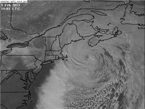 RT @severestudios RT @RyanHoke: The nor'easter has developed an eye-like feature to it on visible satellite http://pbs.twimg.com/media/BCr27FACAAAS49M
