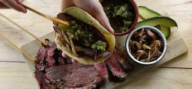 Cómo preparar una parrillada con carne de res. Prepara esta fácil receta de una clásica pero bien sabrosa parrillada mexicana con distintos cortes de res.