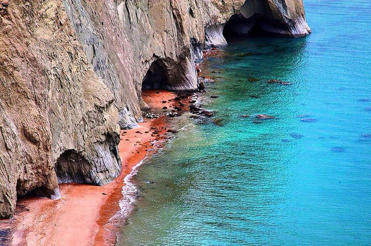 Hormuz Island- #Persian_Gulf, Iran (Persian: جزیره هرمز در خلیج فارس) Photo Credit: newsh.a