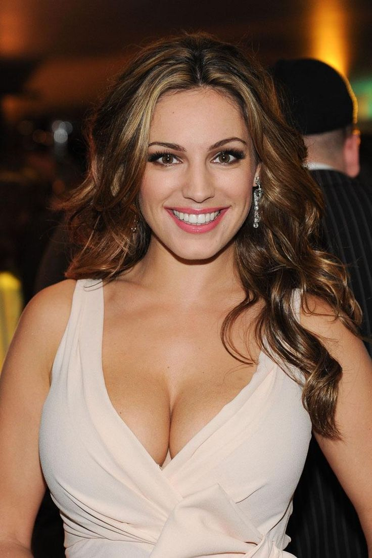 pictures-womens-cleavage-and-breasts