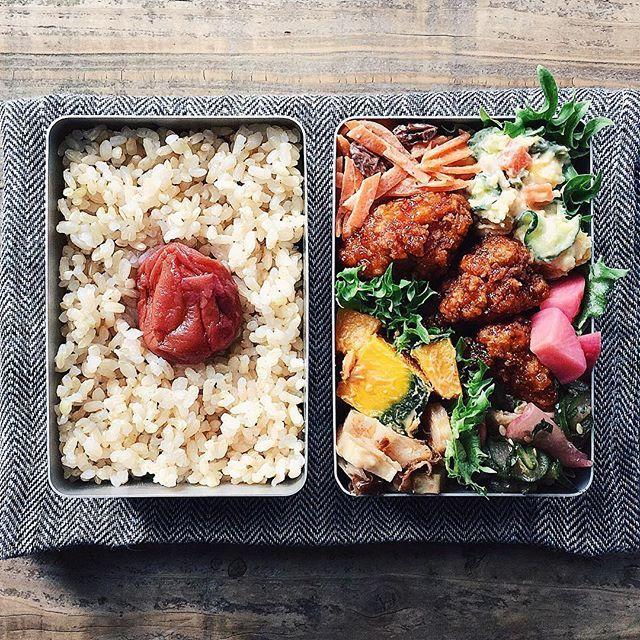 tami_73 on Instagram pinned by myThings ˘̈ からあげおべん*ϋ* ˘̈ 日の丸ごはんの間には小松菜としらすのふりかけをこっそり仕込んでます。 最近は米と米の間にイカナゴの釘煮とかおかかふりかけとかなにかしら入れています☺︎︎ ˘̈ がんばれ火曜日〜ꉂ∖ꇎ͡∕∖ꇎ∕ #tami弁