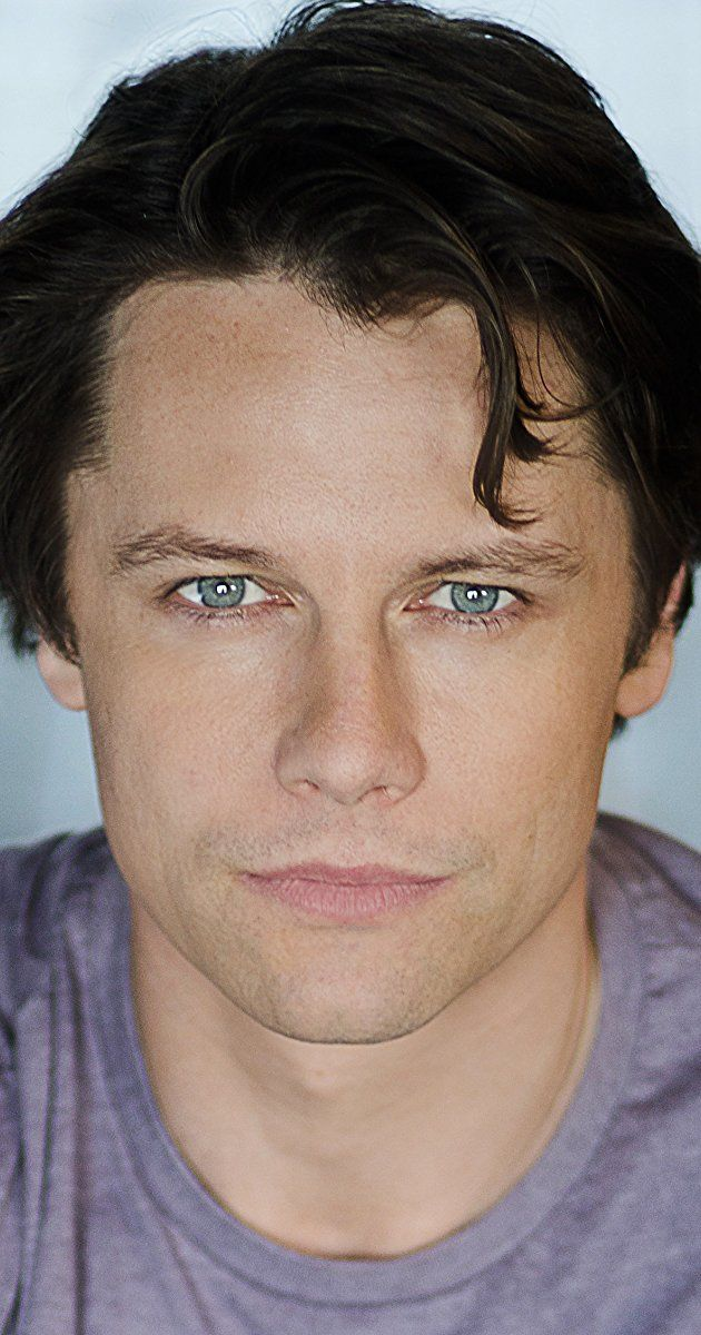 Leon Ockenden was born in 1978 in Cornwall, England. He is an actor and director, known for Heavy Rain (2010), The Cosmonaut (2013) and Coronation Street (1960). He has been married to Vanessa Hehir since October 2010.