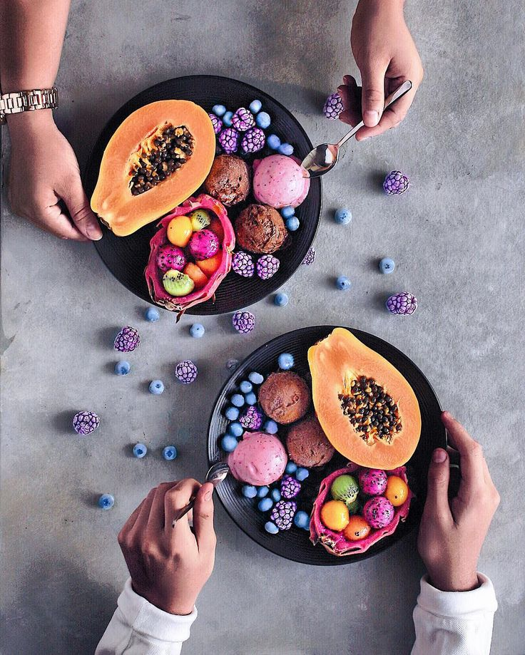 Tropical Breakfast ✨ There's one small papaya; Dragon fruit Boats filled with kiwi, melon, mango and pitaya balls; Frozen Blueberries and blackberries and scoops of chocolate and strawberry n'ice cream to finish it off