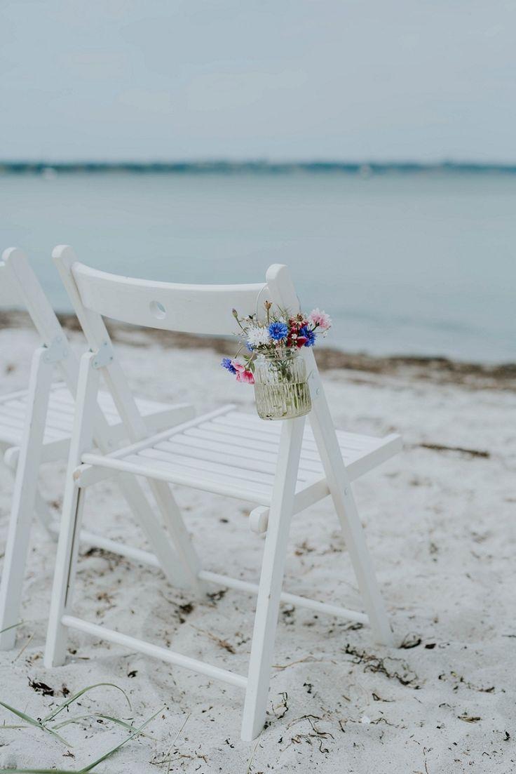 Intimate Nordic beach wedding with Danish Island Weddings