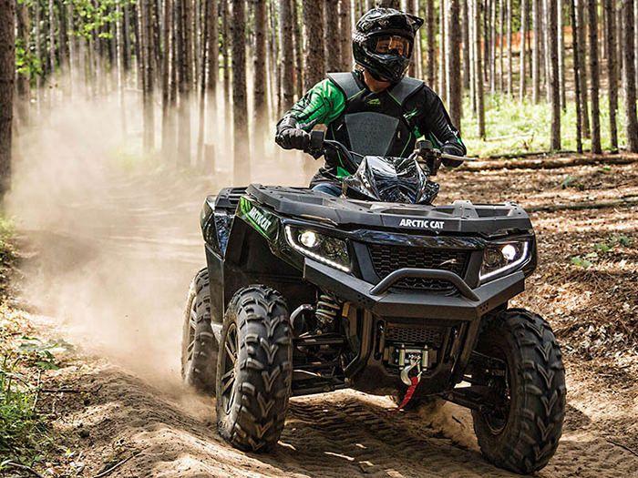 Pasionat de drumetiile pe terenurile accidentate? Iata un mijloc de transport ideal pentru tine: ATV-ul Arctic Cat XR 700i Limited EPS. #ATV #auto #drumetii #ArcticCat