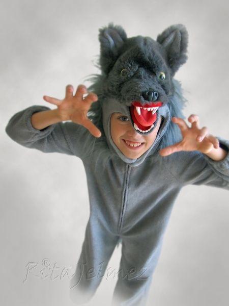 Állat jelmezeim: Wolf costume. A farkas szemét műgyantából öntöttem. A szem öntőformája is saját készítés.