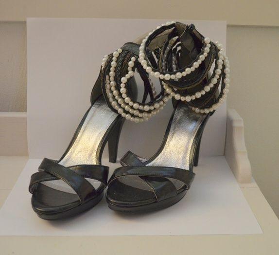 Sorte sko med perler og høy hæl 38