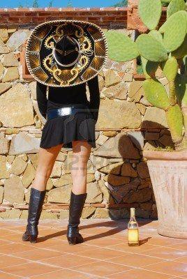 Tequila Mex -  sombrero, giovani, donna, velluto, vase, tequila, sole, estate, sassi, sud, gonna, sparo, rosso, positivo, pins, persona, messico, messicano, living, gambe, latino, tacchi, cappello, felicità, terreno, verde, oro, ragazza, divertimento, femmina, drink, abito, sogno, spensierato, cactus, bottiglia, stivali, blu, pietre nere, nero, cinture, bellezza, americana, america, alcool