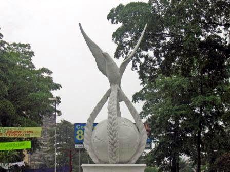 Nelson Mandela : un monument symbole de la paix et de la liberté fait par Christophe Meko Bisengo