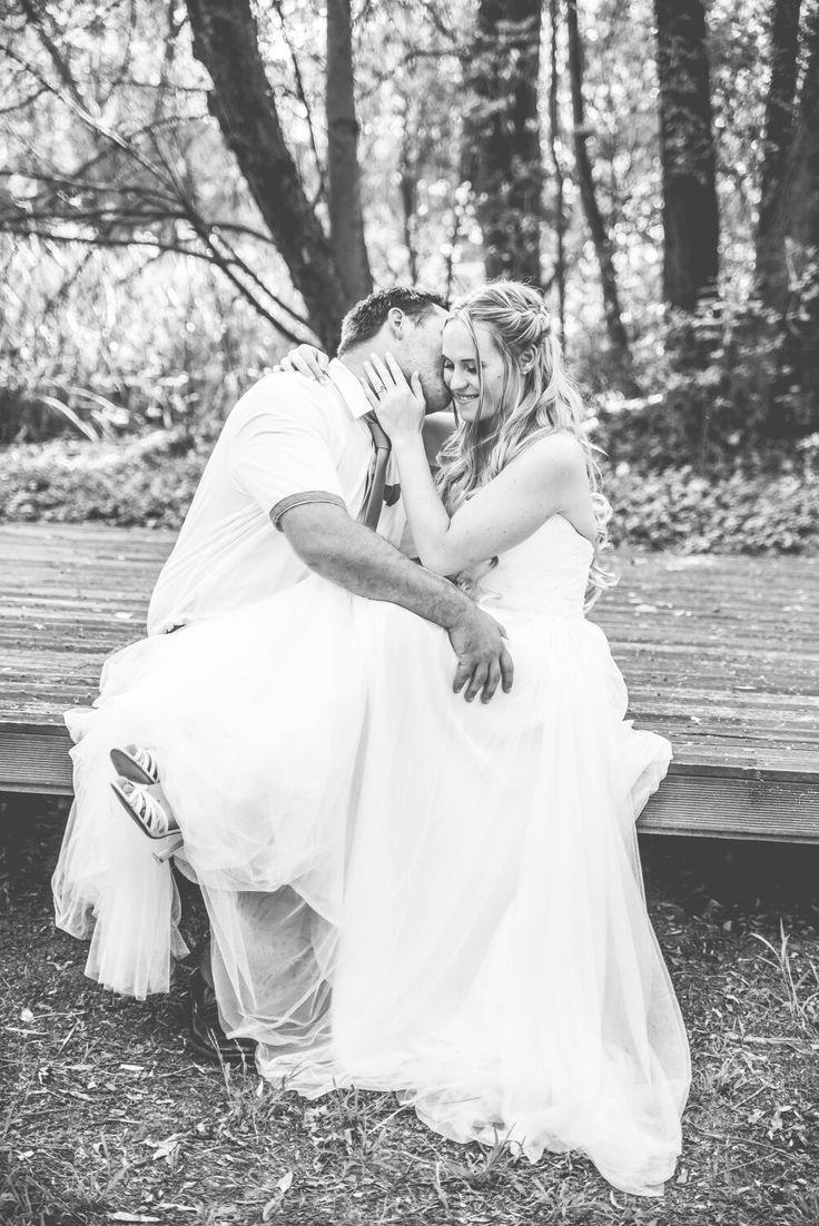 A moment captured in time ♡ #brideandgroom #blackandwhite #weddingphotoidea #wedding #bride #groom #erweewedding #photoidea