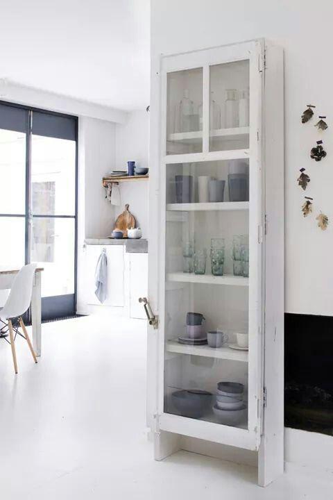 biała podłoga / white floor / biała, skandynawska witrynka