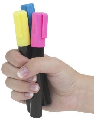 Como fazer tintas que brilham no escuro com marcadores | eHow Brasil