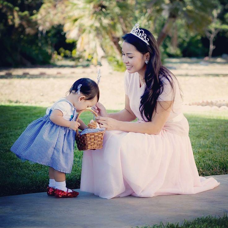 Dorothy and Glinda Costume  #halloweencostume #halloween #kidscostume #costumes #diy #dorothyandglinda #diycostume #dorothycostume #dorothy #mommyandme #mommyandmefashion