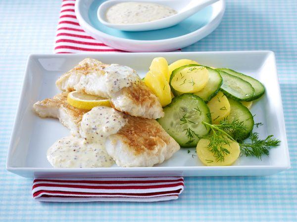 Nordisch by nature: Seelachsfilet mit Senfsoße und Kartoffel-Gurken-Salat