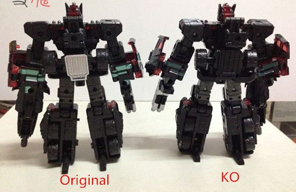 Transformers G1 Soundwave reissue brand new with a random cassette Gift