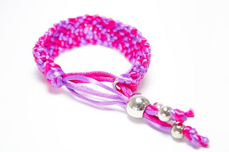 Petunia, es un diseño tejido de tonos coloridos y muy alegres. Encuéntrala en tu Tienda Maga y llévala para tus planes de fin de semana.