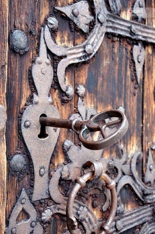 I have this thing for old doors & antique key hole hardware. - 229 Best SKELETON KEYS Images On Pinterest Antique Keys, Locks And
