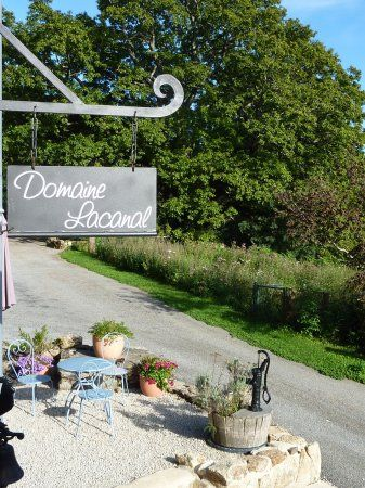 Kleine camping met huurtenten, vakantiehuisjes en kampeerplaatsen in Frankrijk